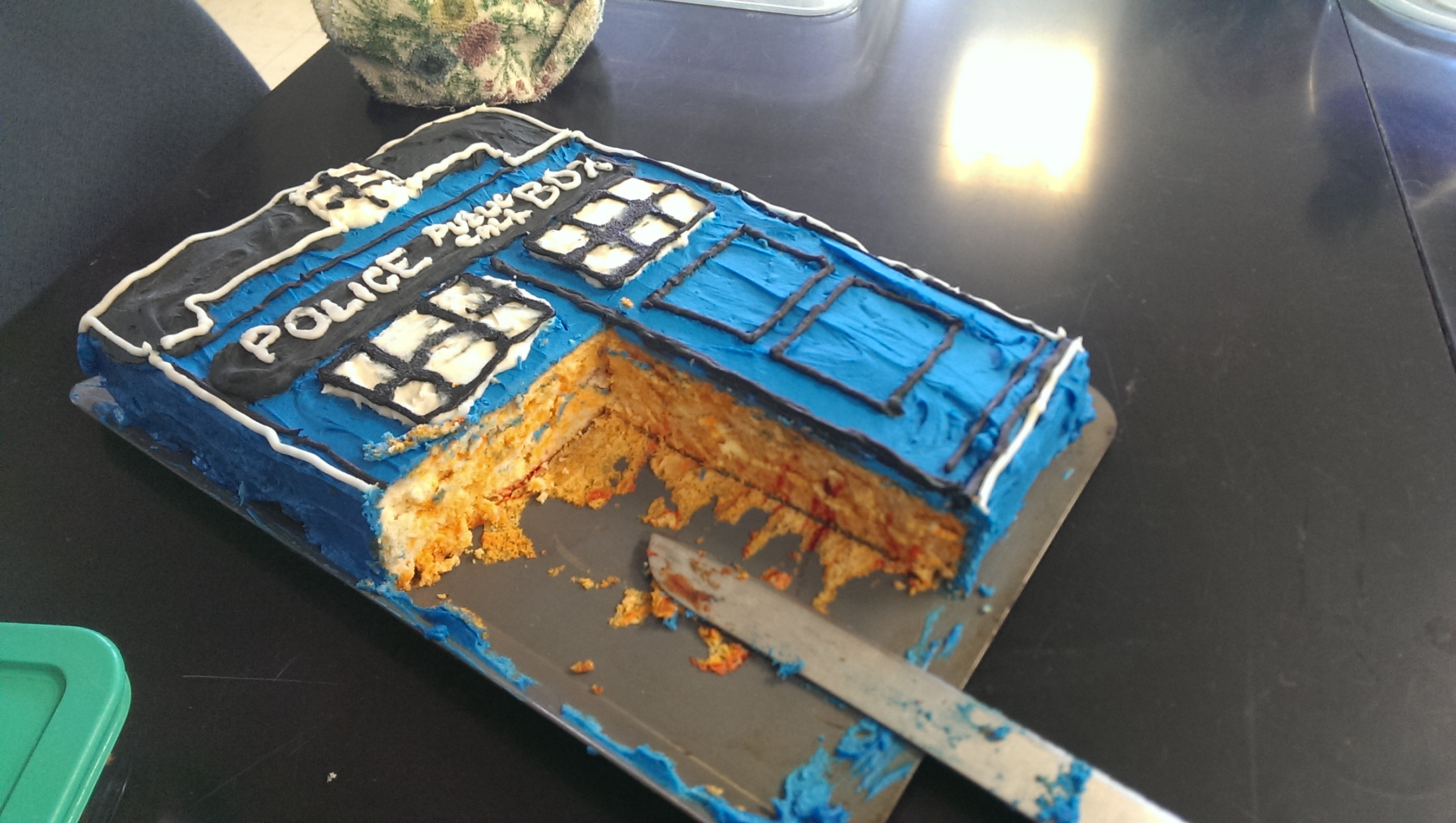 Dr Who Tardis Cake standingoutinmyfield